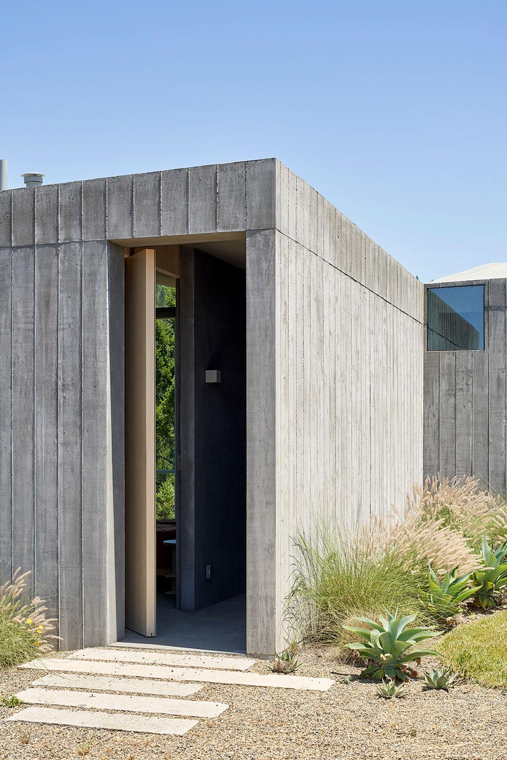 Mork-Ulnes Architects concrete house exterior