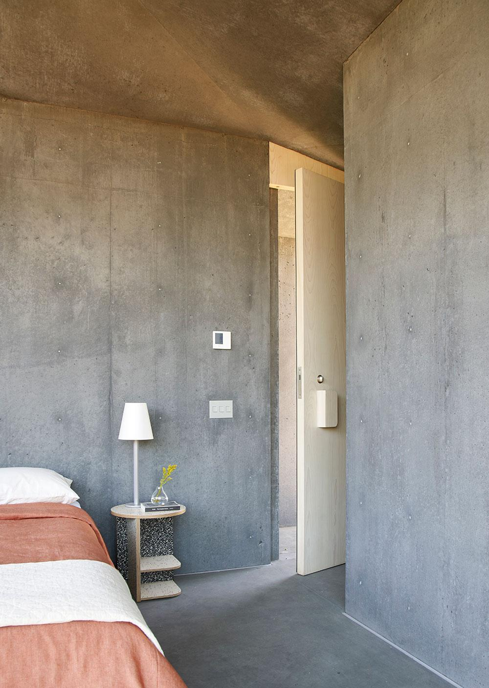 Mork-Ulnes Architects concrete house bedroom