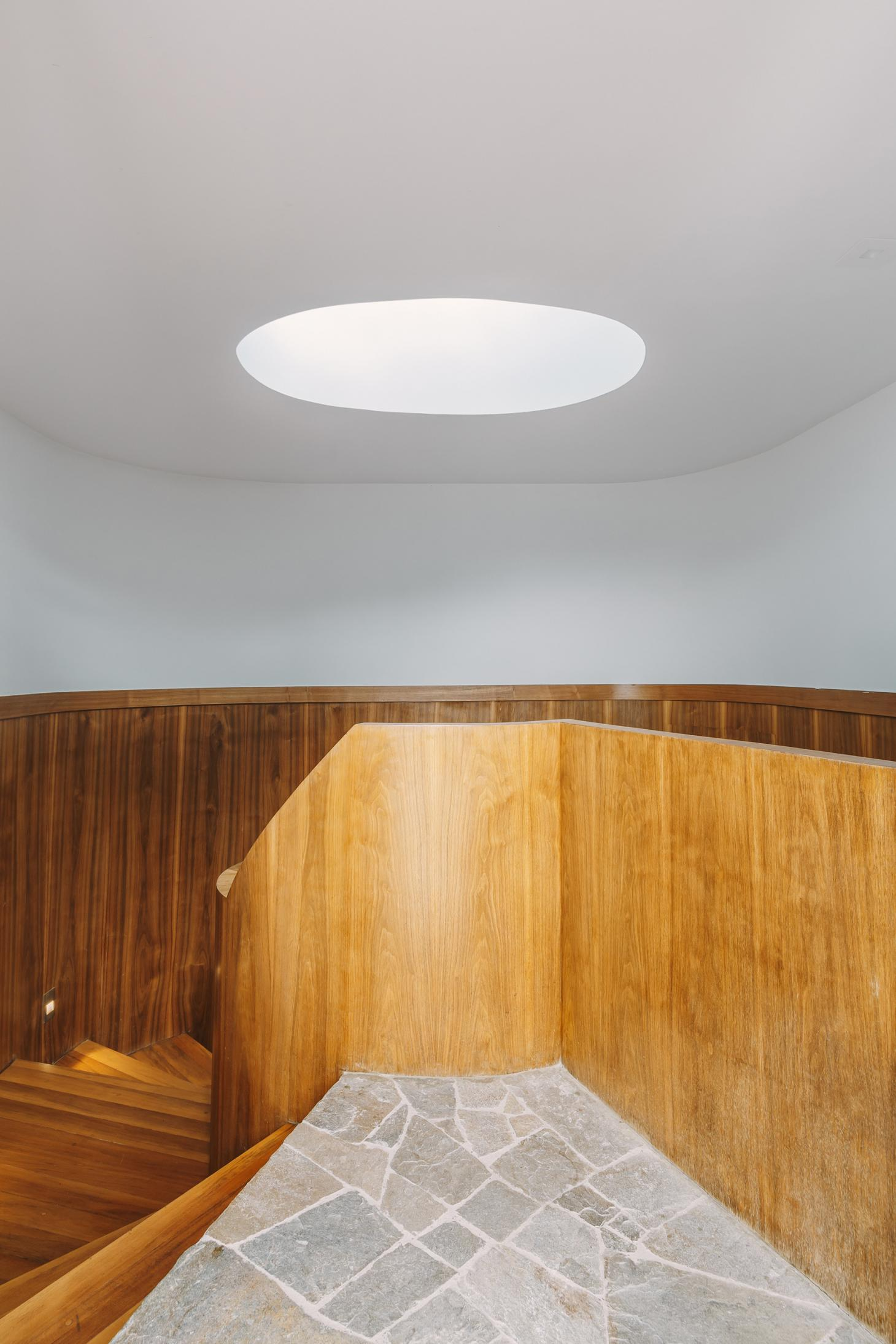 Dinesen Jungle House staircase
