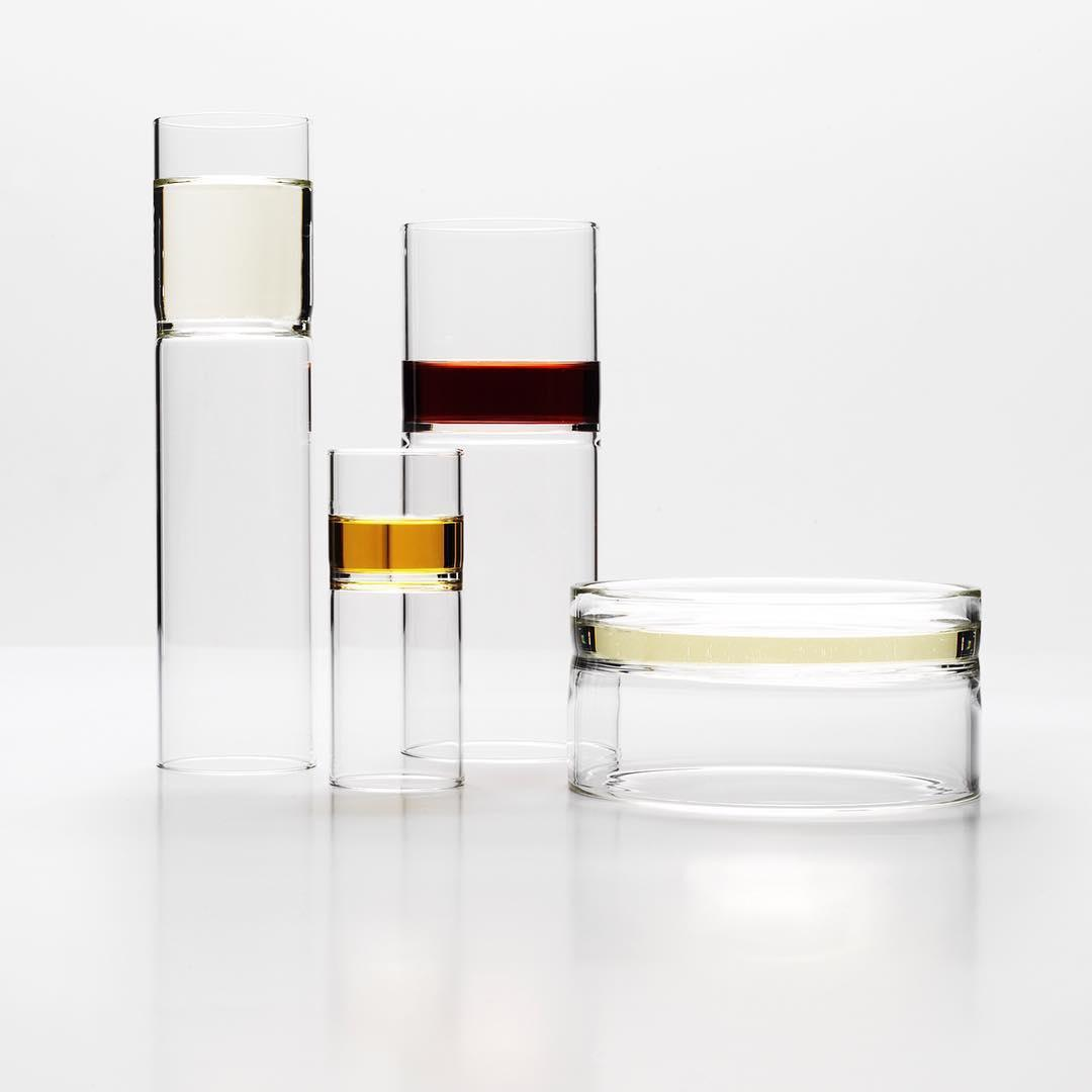 Minimalist glasses in various heights and diameters designed by Fferrone and containing white and red wine and whisky
