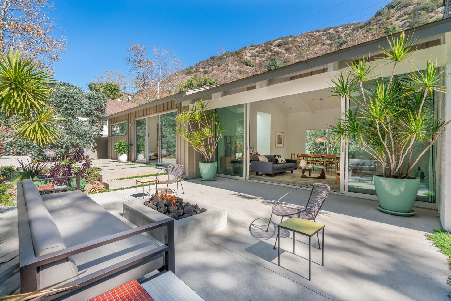 A newly restored mid-century bungalow to the north of Brentwood
