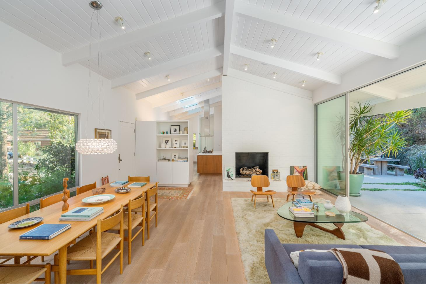The mid-century interior restored by Montalba Architects