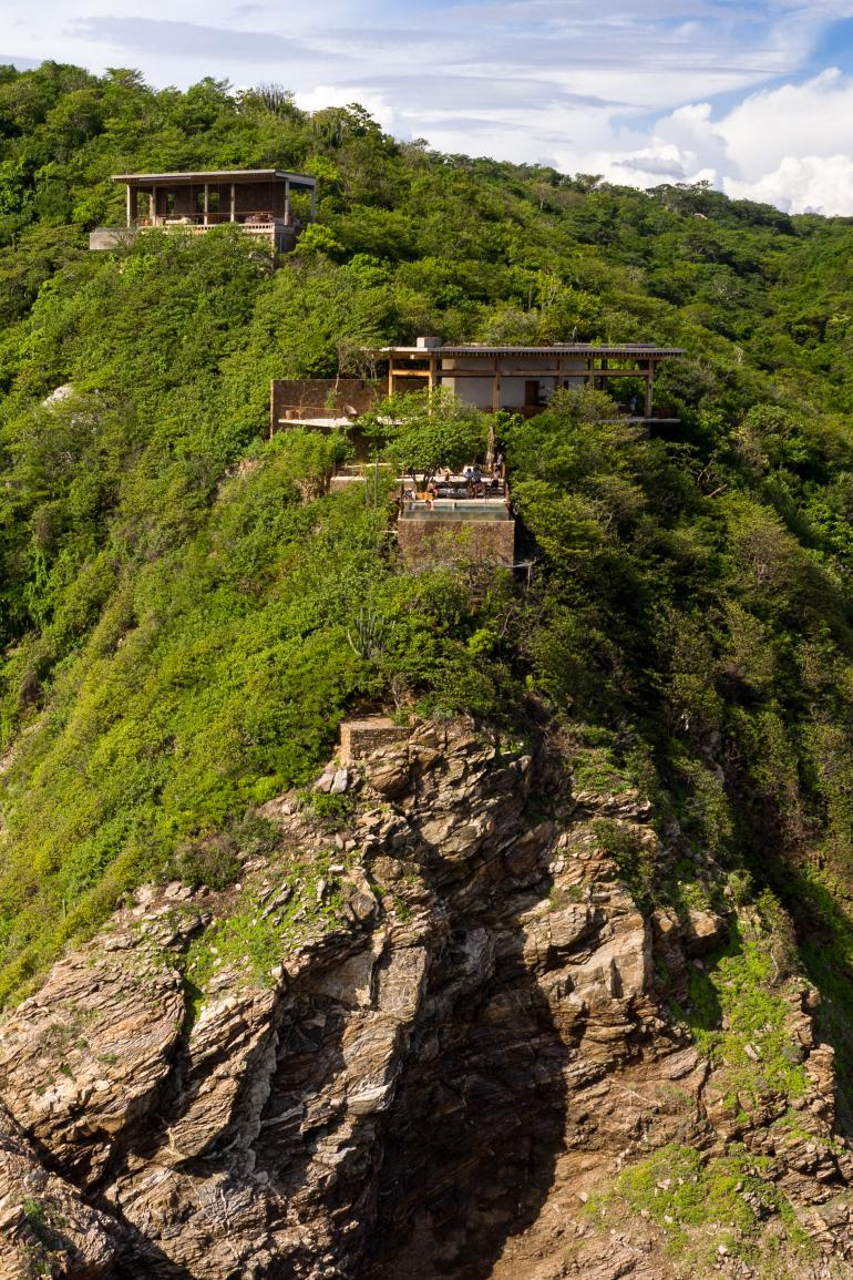 this house designed by architect for his family clings on a Mexican cliff