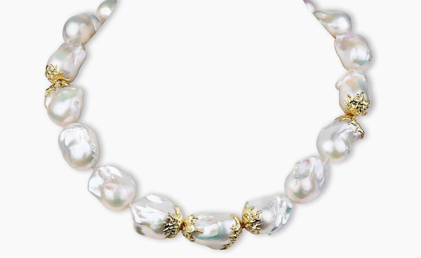 Irregular pearl necklace with gold mounts