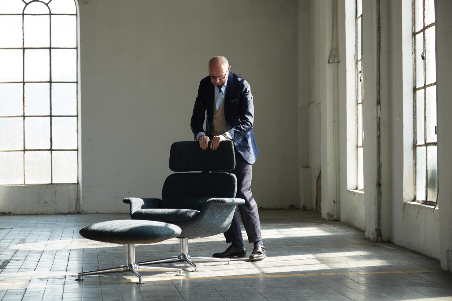 Piero Lissoni with his KN02 armchair for Knoll