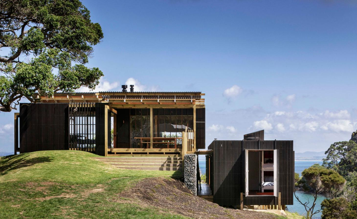 Herbst Architects' sensitive retreat invites New Zealand's great outdoors inside