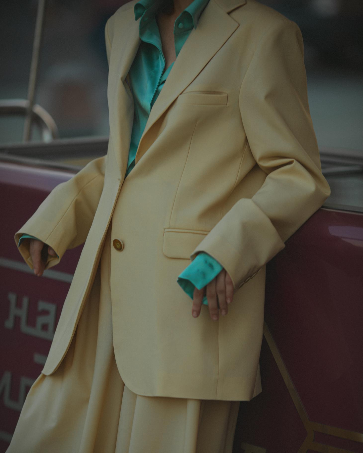 Lesyanebo ss20 features a tailored pale yellow suit