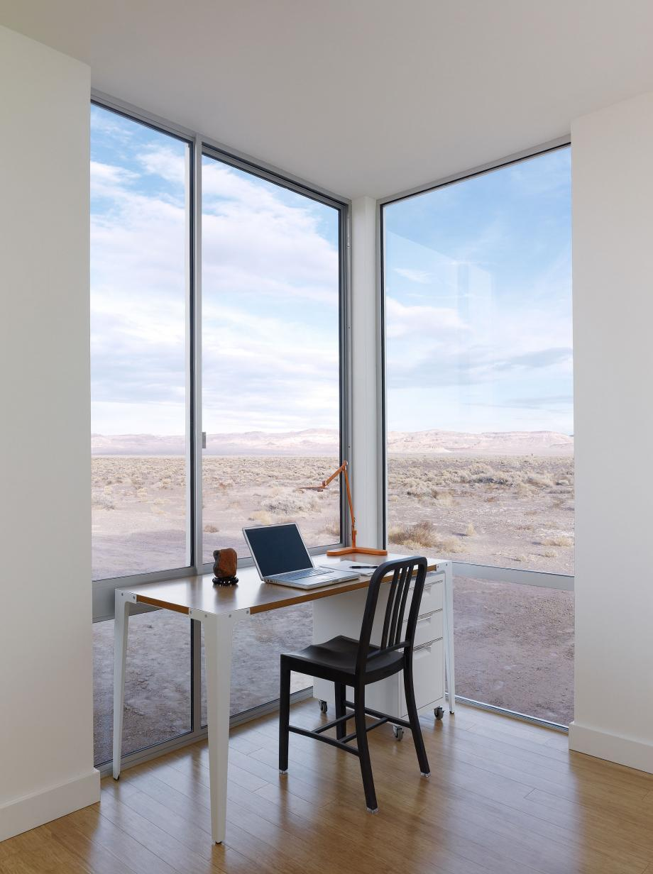 A study with a view at the Rondolino Residence in Nevada