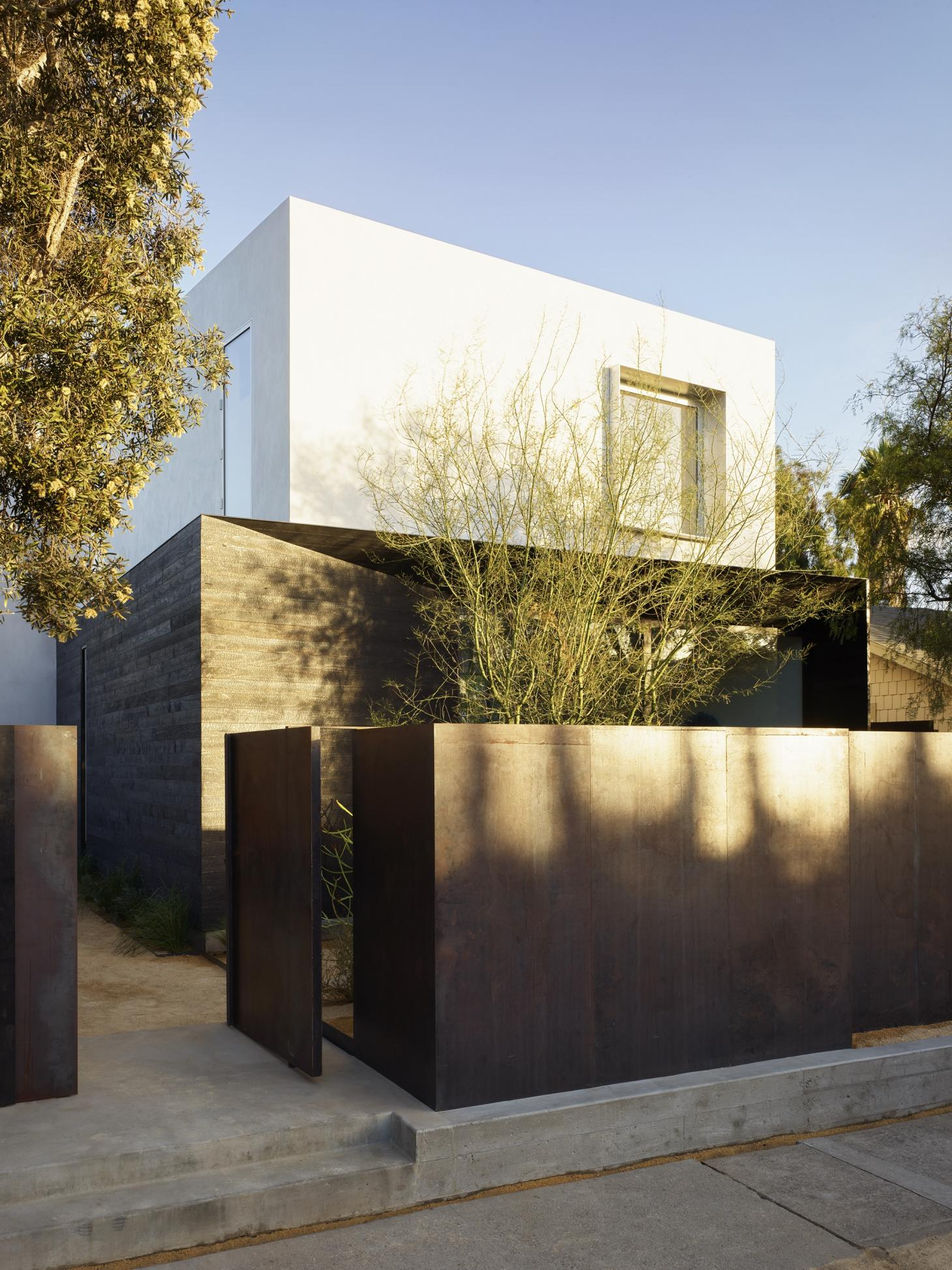 Art and architecture collide at Spectral Bridge House in Santa Monica
