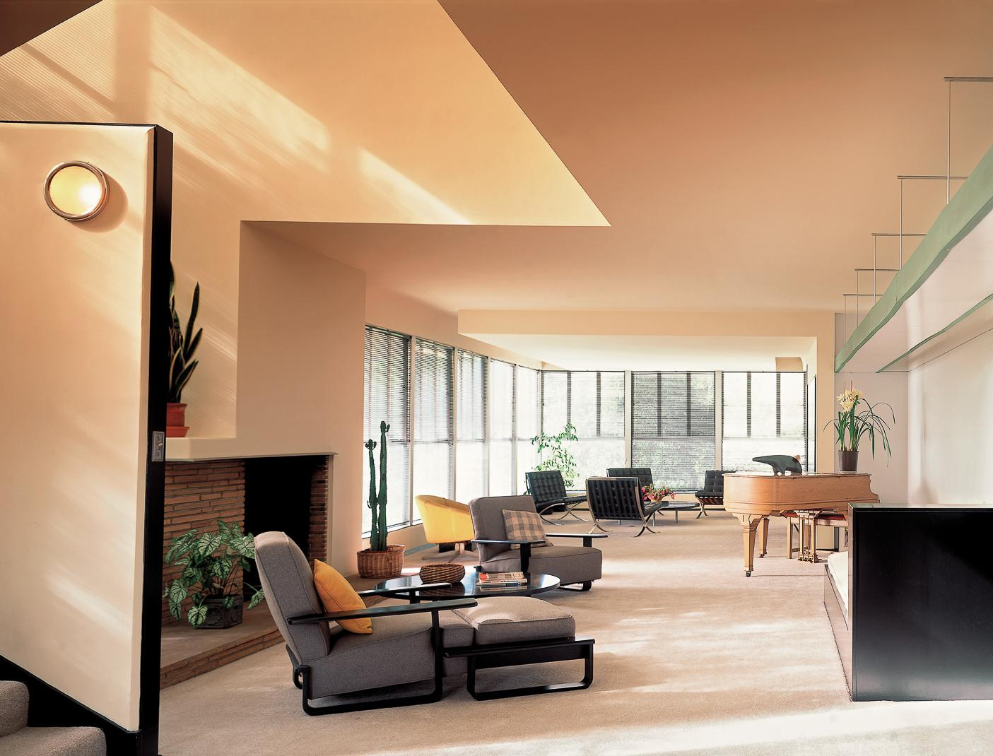 Lovell Health House by Richard Neutra, photograph by Tim Street Porter