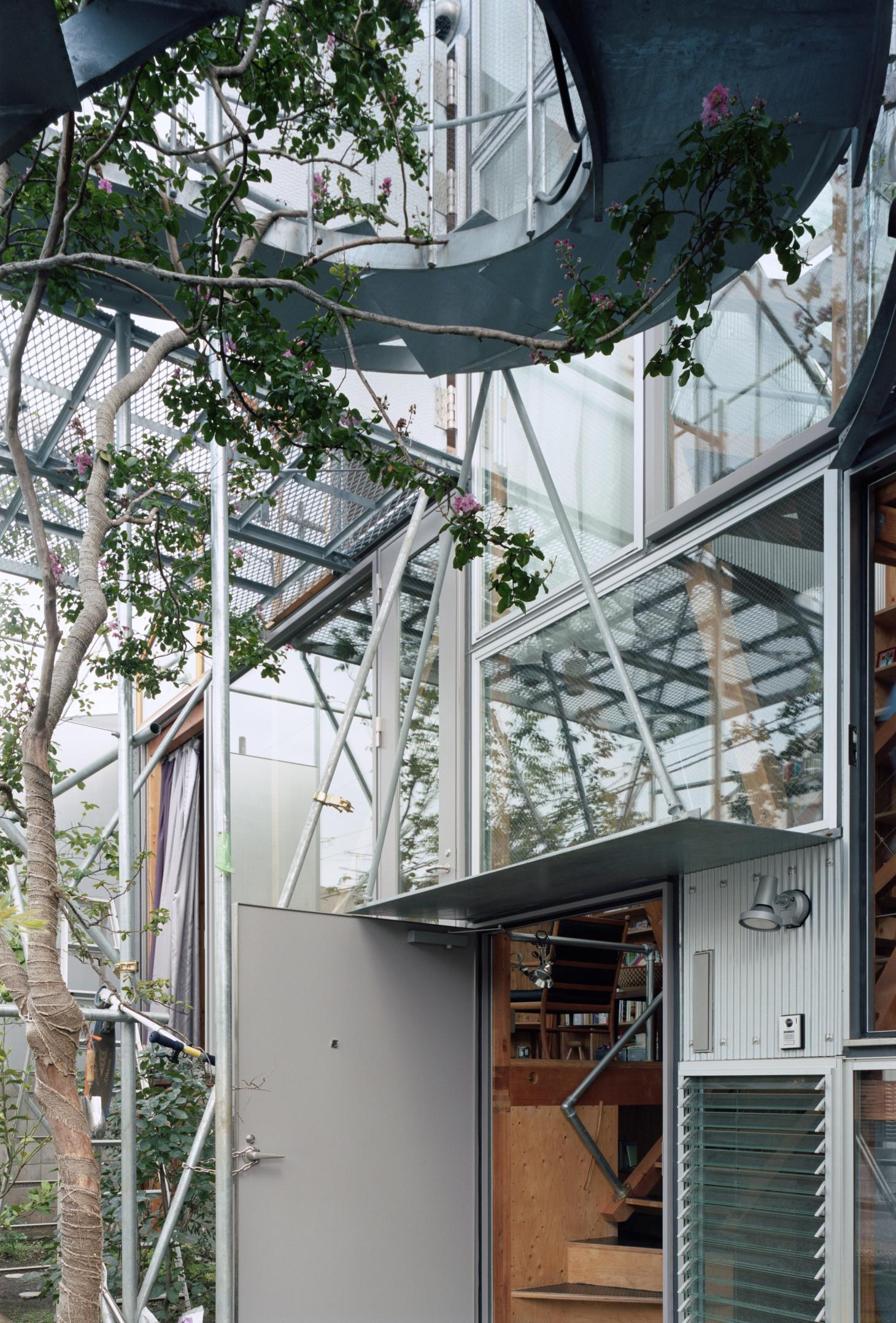 a rough and ready, tech-inspired approach at Daita2019, a Japanese house