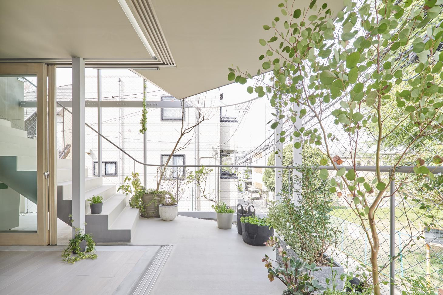 Tokyo House by n o t architects studio with its exposed structure