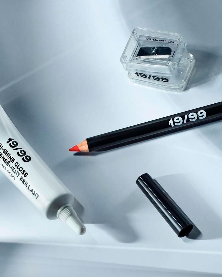 19/99 colour pencil, sharpener and gloss in white tube