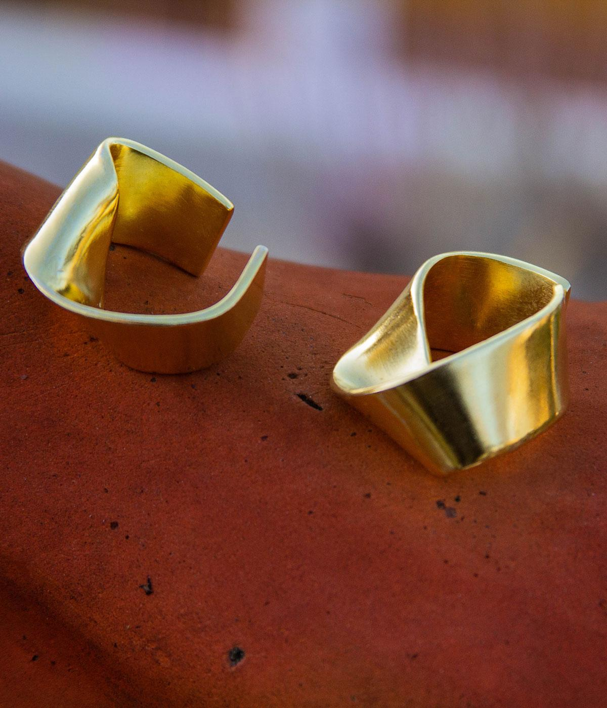 YSSO earrings are a simple circle of gold