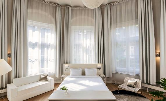 Luxury boutique amsterdam hotels travel directory for Design boutique hotels amsterdam