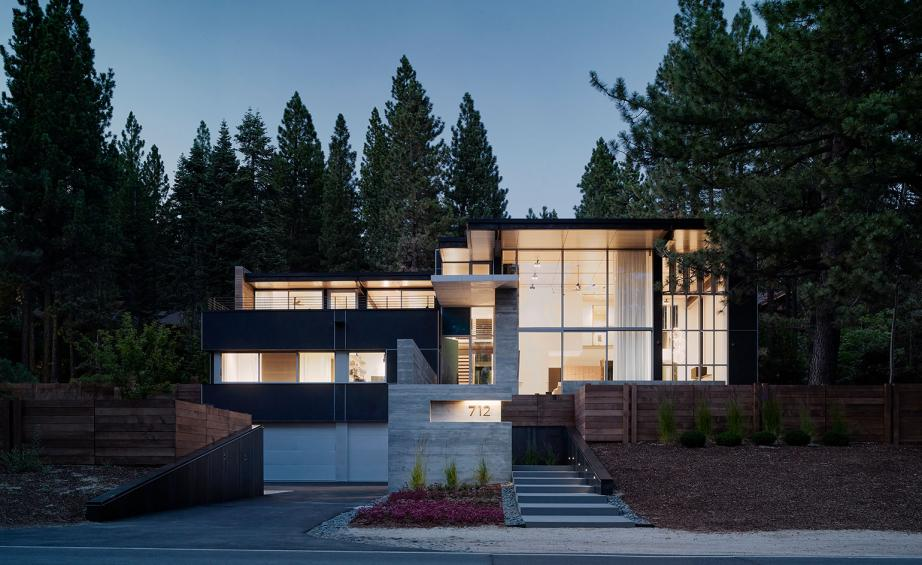 Scene Stealer This Minimalist Lake Tahoe House Makes A Splash