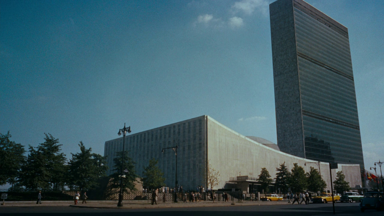 United Nations Headquarters - North by Northwest, dir: Alfred Hitchcock (Metro-Goldwyn-Mayer, 1959)