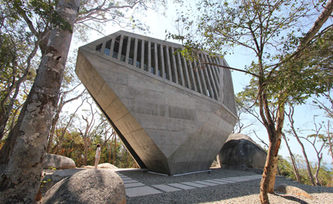 Sunset Chapel in Acapulco, by BNKR Arquitectura. Photograph © Esteban Suárez